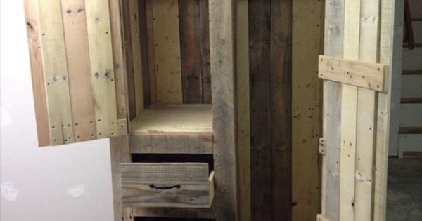 kuchenschranke diy : DIY Pallet Cabinet for Storage Holzschrank, Palletten und ...