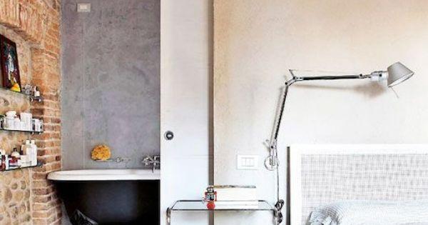 Mooi ontwerp schuifdeur naar de badkamer eenheid in materiaal op het plafond de wand en de - Douche italiaans ontwerp ...