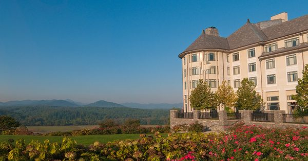 Vacations at america 39 s largest home in asheville nc for Amazing places in the united states