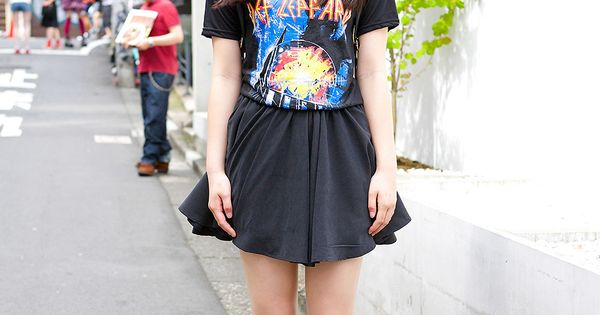 15-year-old Harajuku girl Momo in resale Def Leppard t ...