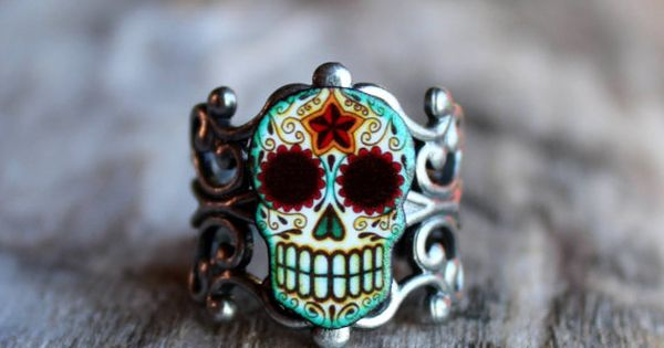 Day of the Dead Filigree Sugar Skull Ring in an Antiqued Silver