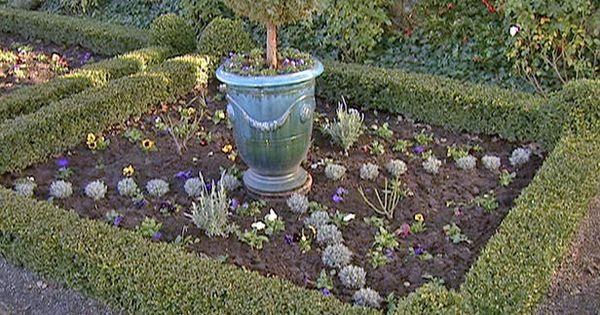 Design a knot garden gardens and knots for Herb knot garden designs