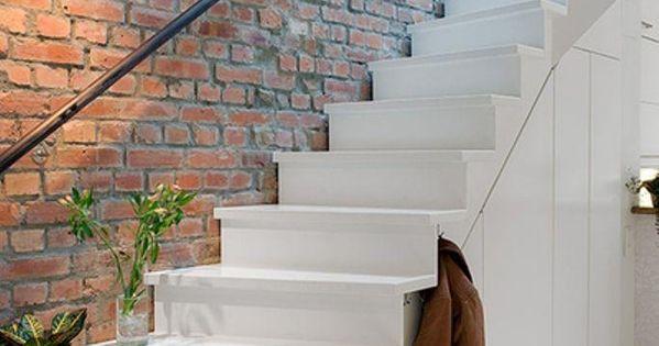 Paredes de ladrillo te gustan para tu casa paredes de - Escaleras de ladrillo ...