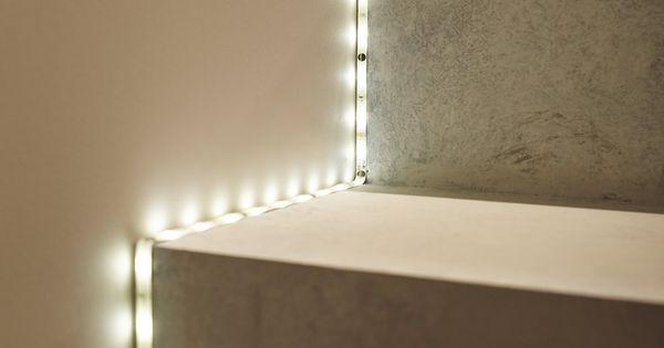Ruban led qui offre une lumi re d 39 ambiance blanche et for Ruban led pour escalier