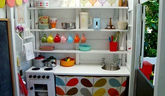 Petite cuisine pour enfant toute quip e dans une cabane for Toute petite cuisine 2m2