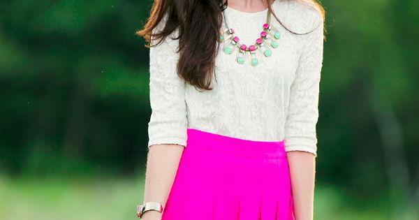 Sarah Vickers of Classy Girls Wear Pearls hot pink turquoise necklace