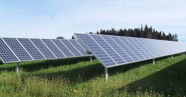 Warren Buffett Invests In Kern Solar Plant Solar Farm Solar Solar Panels For Home