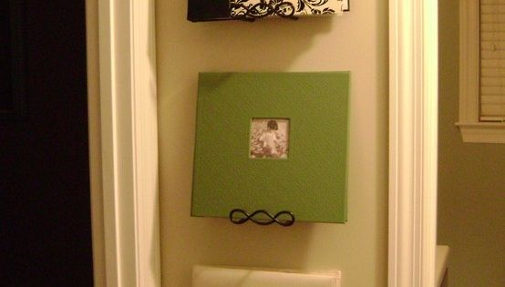 Use plate hangers to display photo albums ... great idea for our