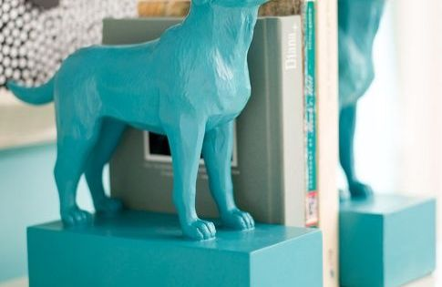 Cute dog book holders:) also great kids room decorations. diy idea: plastic