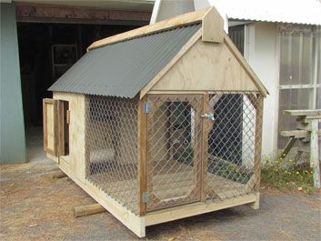 Dog House Outdoor Enclosed Dog House But Use A Split Bamboo
