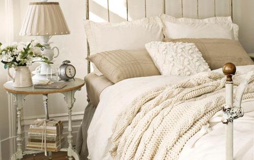 Antique French white BedRoom bedroom design bedroom decor Bed Room| http://bedroom-design-norberto.blogspot.com