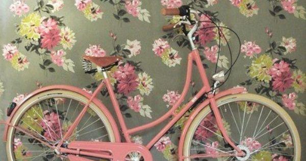 Le v lo dans la d co v lo rose papier peint fleuri et rose bonbon - Deco jardin velo paris ...