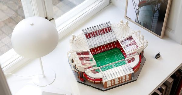 Old Trafford Manchester United 10272 Creator Expert Buy Online At The Official Lego Shop Us In 2020 Trafford Old Trafford Manchester United Gifts
