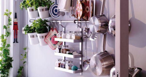 Decoracion facil accesorios de pared para organizar la for Decoracion facilisimo cocinas