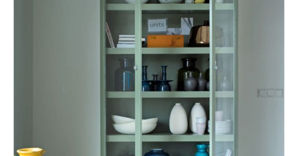 Praxis Woonkamer Kast : In een servieskast zet je spullen die je graag ...