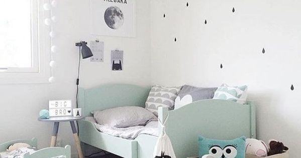 wundersch ne kinderzimmer f r kleinkinder gr n. Black Bedroom Furniture Sets. Home Design Ideas