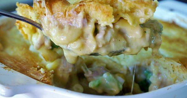 Skinny Tuna Noodle Casserole Pie @www.PartTimeHouseWife.com | Yummy ...