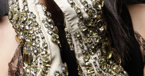 oh sparkling gloves - Givenchy Fall Winter 2010