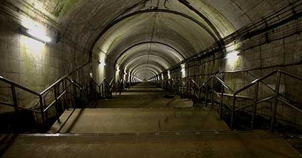 土合駅を訪ねる 13 階段 駅 遠く