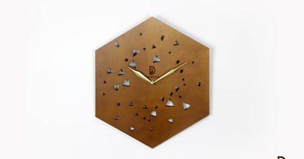 تصميم مميز ورائع يطبق على ساعة حائط خشب لتكون النتيجة أكثر من مذهلة الساعة مصنوعة من خشب فاخر عالي الجودة تصميمها بسيط ومبتكر ال Wall Clock Clock Home Decor