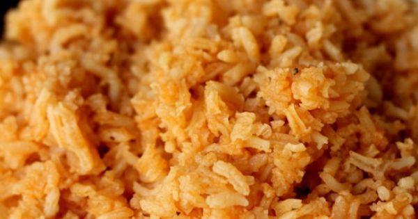 Restaurant Style Spanish Rice. The best and easiest recipe! { lilluna.com }Spanish