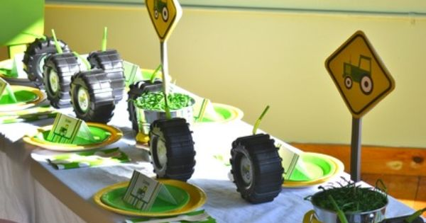 Farm Party Table Settings, this would be ADORIBLE at a little boy's