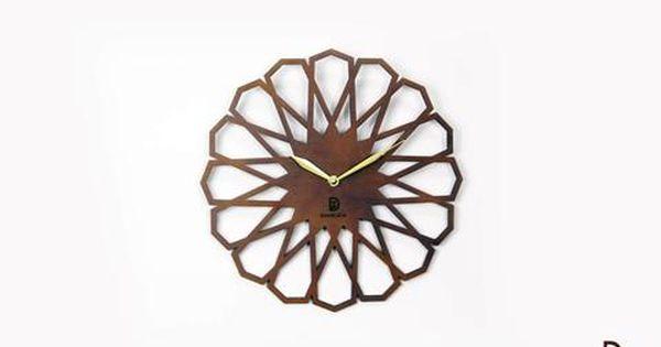 زيني حوائط منزلك بقطعة فريدة على النمط الإسلامي على شكل ساعة حائط غاية في الرقي مصنوعة بأحدث التقنيات للحصول على تفاصيل دقي Clock Decor Hair Accessories Clock