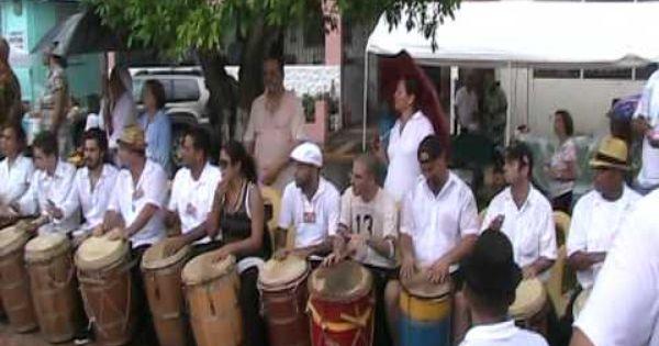 Tiembla La Plaza De Juncos Al Sonar De Mas De 100 Tambores Tambor Madre Tierra Madre