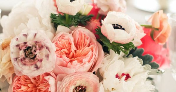 Gorgeous, my favorite colors... Ranunculus and garden roses, blush pink