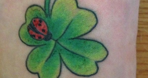 my new tattoo four leaf clover with a ladybug tattoos pinterest nieuwe tattoos. Black Bedroom Furniture Sets. Home Design Ideas