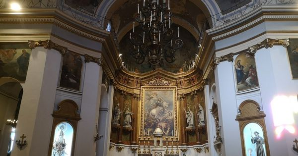 La Iglesia De Santiago Y San Juan Bautista Situada En Pleno Madrid De Los Austrias Es Una De Las Parroquias Más Iglesia De Santiago Iglesia Iglesia Catedral