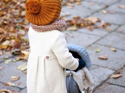How cute is this little girls fall outfit?!