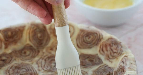 Cinnamon Roll Pie Crust for an Apple Pie Incredible Egg