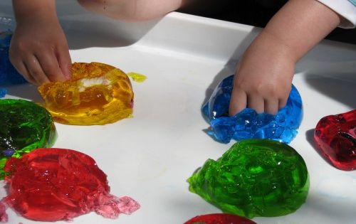 Jelly Sensory Play Knoala KidsActivities *Messy fun!
