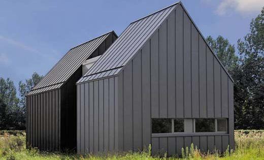 Kleurrijk zink zet verschillende volumes van woning in de verf daken - Moderne woning buiten lay outs ...