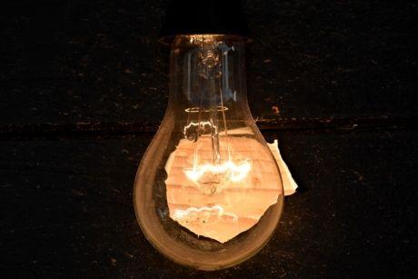 Electricidad Iluminacion Luz Bombilla De Luz Antiguo Reflexion Lampara Vidrio Oscuro Energia En 2020 Bombilla De Luz