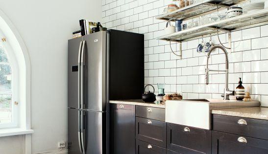 vier rectangulaire blanc et visible pour une cuisine chic et rustique d co cuisine. Black Bedroom Furniture Sets. Home Design Ideas