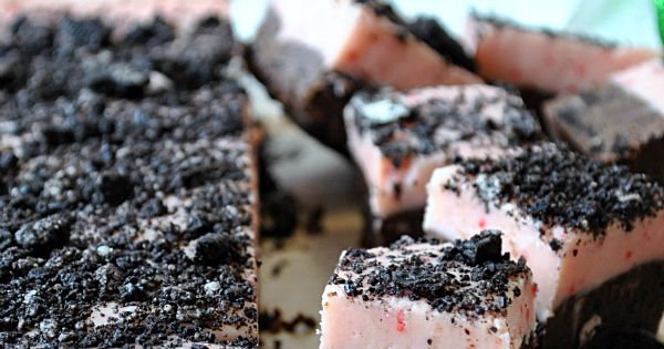 Peppermint Oreo Fudge. fudge christmas recipe food bake dessert