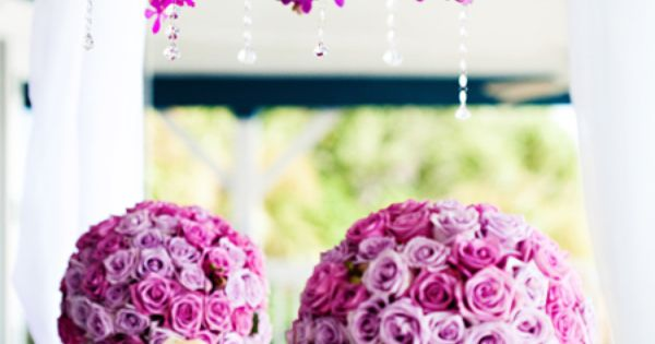 We can help you customize elegant centerpieces to fit your wedding! http://www.CreativeAmbianceEvents.com