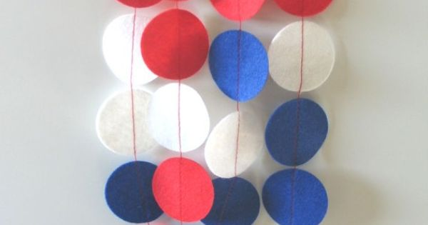 4th of July garland. These look like felt circles sewn together