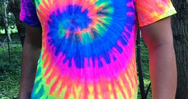moot shirts neon swirl colorful neon tie dye t shirt glowing in blacklight tied. Black Bedroom Furniture Sets. Home Design Ideas