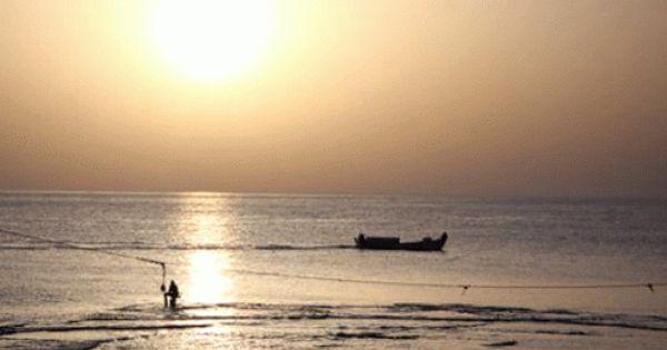 مركب مع غروب الشمس في الميناء طرابلس لبنان Sunset Waves Celestial