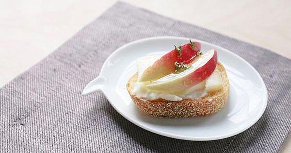 Tasty taleggio crostini with apples and thyme honey   Apples, Honey ...