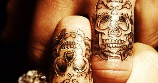 Badass Skull Ring Finger Married Couple Tattoos ❥❥❥ http://bestpickr.com/matching-couples-tattoos