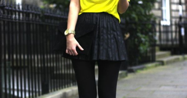 Big bun, bright top, collar necklace, pleated skirt and platform. Head to