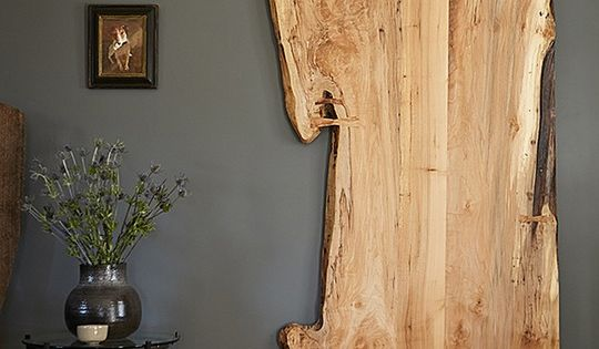 Inspiration File: Decorating With Raw and Live-Edge Wood  집안 꾸미기, 문 및 ...