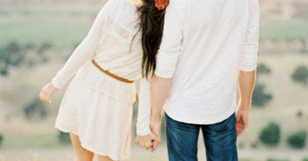 sweet engagement photo idea