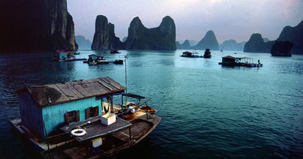 HOUSE BOAT ARCHITECTURE Vietnam Halong Bay
