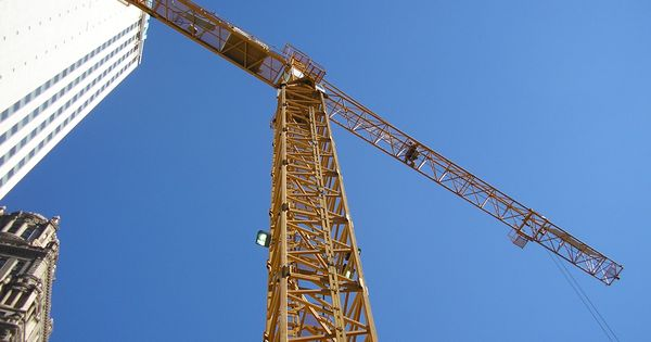 Tower Crane Fails : Sweetest view ever straight up at the tower crane all