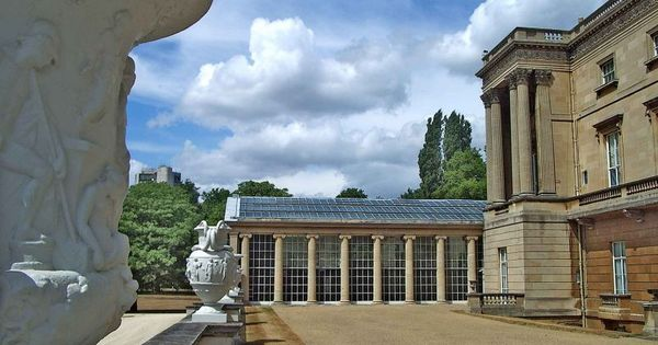 Servants Are Allowed To Swim In Buckingham Palace 39 S